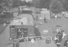 Mit 50 Einsatzkräften waren die Feuerwehren Ichenhausen, Günzburg sowie die Werksfeuerwehr des BKH im Einsatz. Rettungskäfte des BRK kümmerten sich um die betroffenen Personen, die das Gas Calciumhypochlorid eingeatmet hatten. Bilder(2): Ulrich Wagner