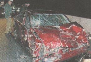 Dieser Pkw krachte nach Schätzungen der Polizei mit Tempo 100 bis 120 in die Fahrerseite des liegengebliebenen Fahrzeugs.