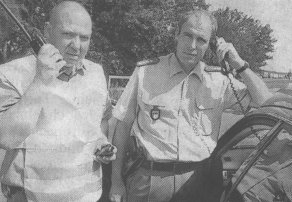 Reinhold Attenhauser (links) und Jürgen Schweizer leiteten für BRK und Autobahnpolizei den Hilfseinsatz.